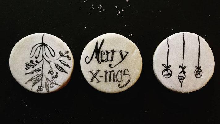 Weihnachtliche Motivkekse beschrieben