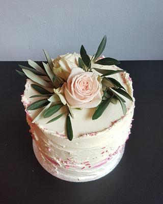 Hohe Torte à 20 cm, echte Blüten, marmoriert, 20 St. ca.160 Euro