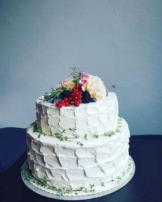 Wellenstruktur, Buttercrème, echte Blüten,  Beeren, 50St. ca. 330Euro