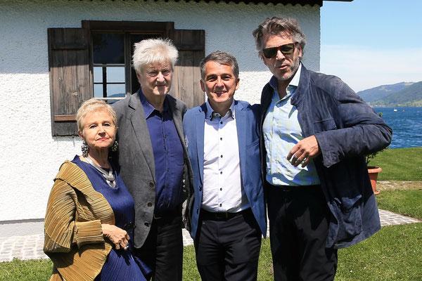 vl: Marina Mahler, Rudolf Pietsch, Morten Solvik, Thomas Hampson vor dem Komponierhäuschen in Steinbach am Attersee