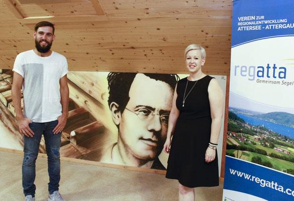 Künstler Max Wesenauer mit Bgm. Nicole Eder