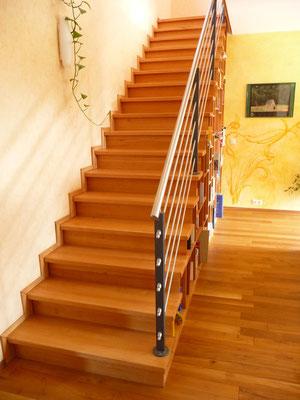 Treppe aus Buche mit Setzstufen