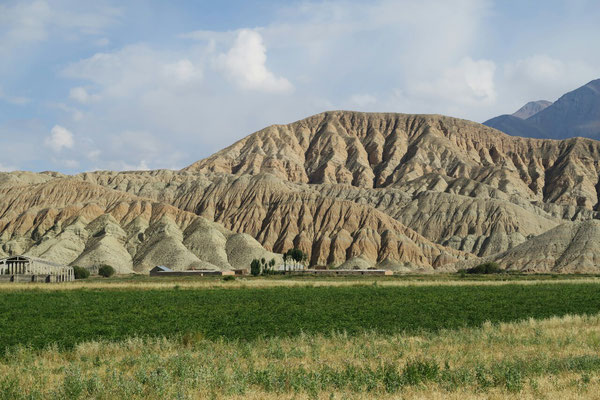 Les montagnes arides aux alentours de Kochgor
