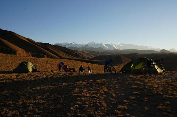 Camping de luxe quelques km avant la frontiere chinoise