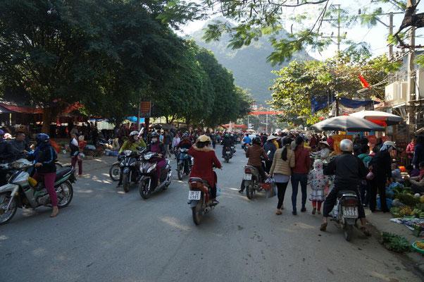 Les ruelles de Mai chau le jour du marché