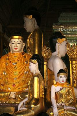 Bouddha près de la pagode Schwedagon
