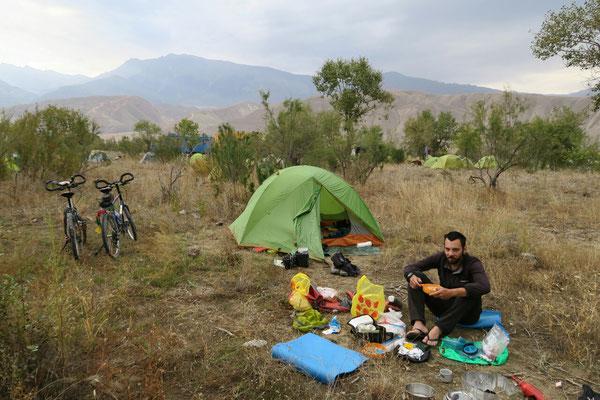 Camping au bord de la rivière avec les allemands