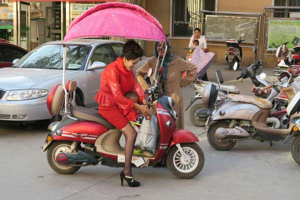 Scooter électrique, et son ombrelle