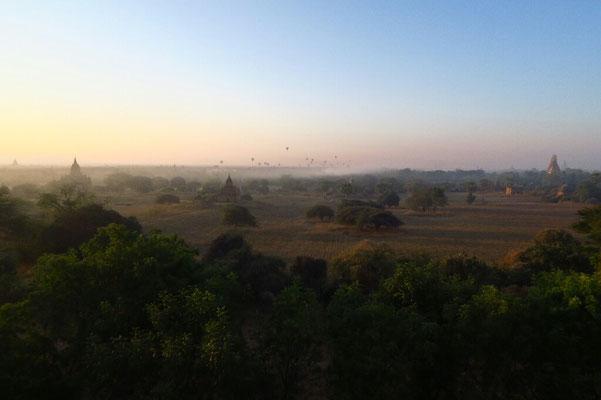 Lever de soleil sur Bagan depuis le Law ka Shaung