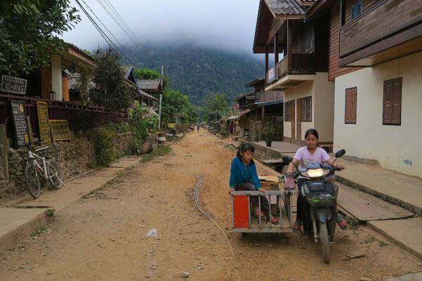 La rue de Muang Ngoi