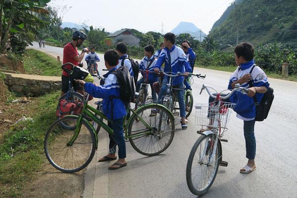 Sur les chemins de l'école - Vietnam