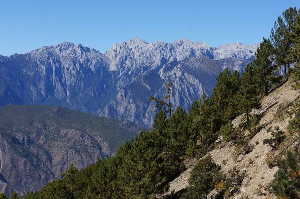 En prenant de l'altitude, les sommets se decouvrent