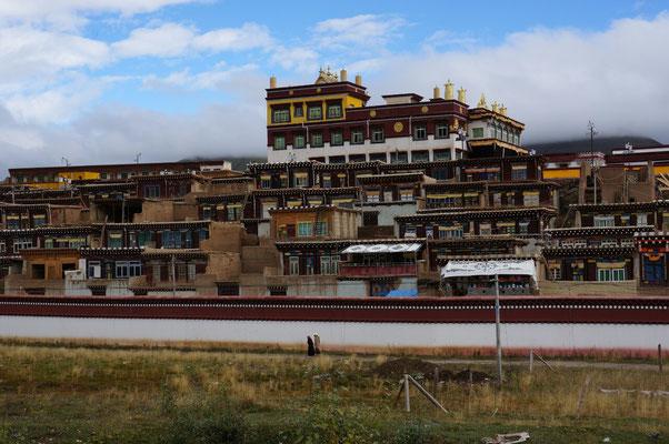 Un des nombreux monastere juste avant Garze