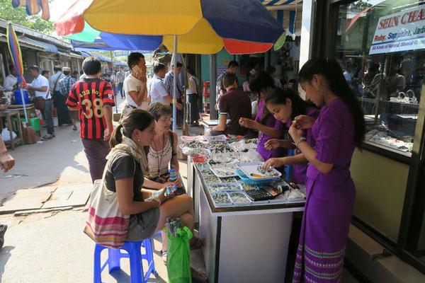 ça négocie dur au marché au jade - Mandalay