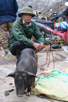 Au nord du vietnam, on retrouve souvent des habits militaires d'une autre époque (pas si lointaine)