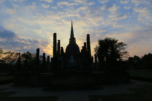 Coucher de soleil sur sukhothai
