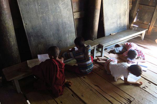 Ambiance studieuse dans le monastère