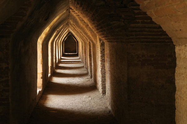 Dans les sous-sols de Maha Aungmye Bonzan - Inwa