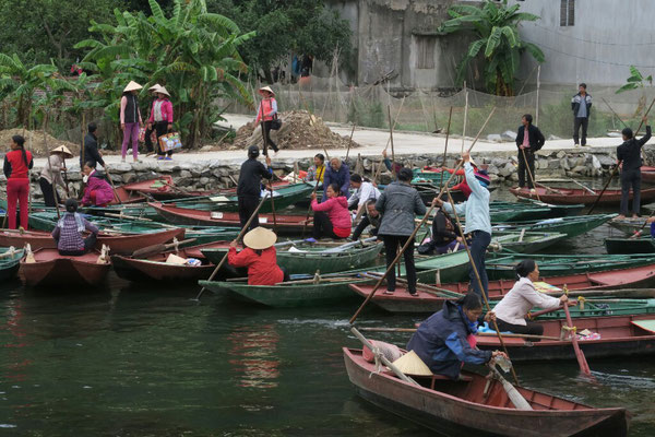 Dans cette région marécageuse, les barques sont souvent utilisées pour se déplacer
