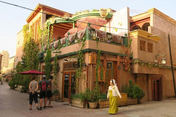 Les ruelles colorées de Kashgar et ses terrasses ombragées