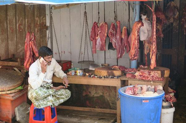 ... et le boucher du marché de Yangon