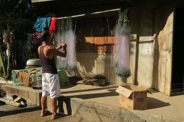 Préparation du filet de pêche