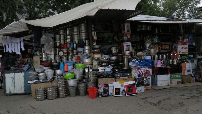 Le coin casserolle du Osh bazar à Bishkek
