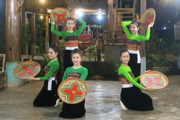 Danseuses folkloriques Thaï