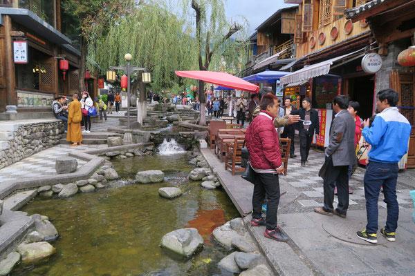 Comme à Lijiang, des canaux traversent les ruelles de la vieille ville de Dali