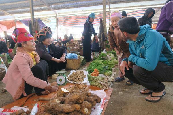 Discussion au marché