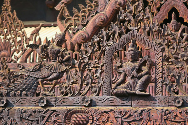 toiture ciselée du monastère de Nat Taung Kyaung