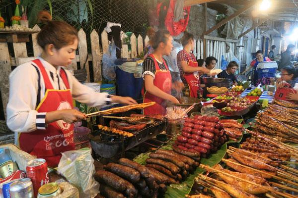 Street food market a Luang Prabang, il y en a pour tout les gout!
