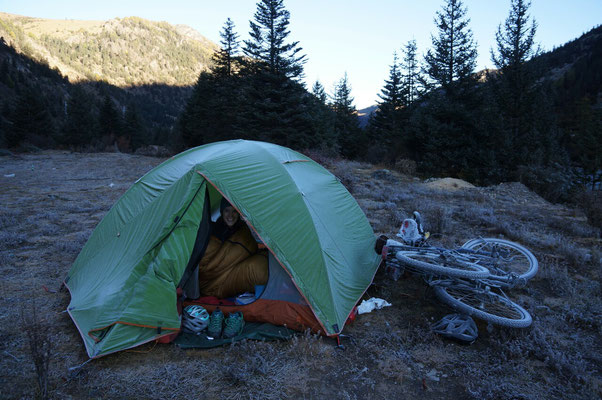 Il a gelé cette nuit... dur dur de sortir de la tente!
