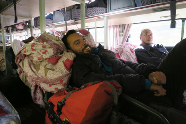 Population très cosmopolite dans le bus de nuit qui mène à Yushu