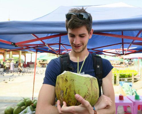 Une énooorme noix de coco!