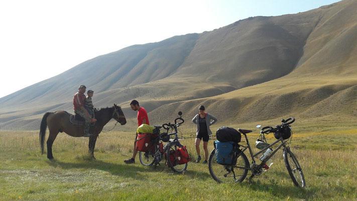 A la recherche d'un spot de bivouac - Kirghizistan