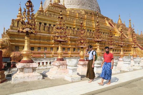 En longyi (habit traditionnel birman), avec le lanceur de défi! - Bagan