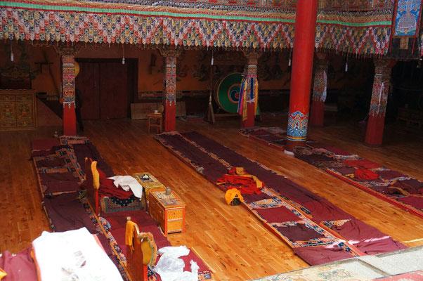 Dans un des nombreux temples du monastère de Litang