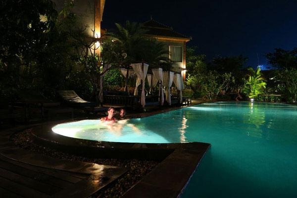 Au programme : repos, massage, piscine... ne manque que le coucher de soleil!