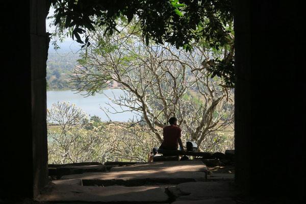 A l'ombre des frangipaniers du temple Wat Phu