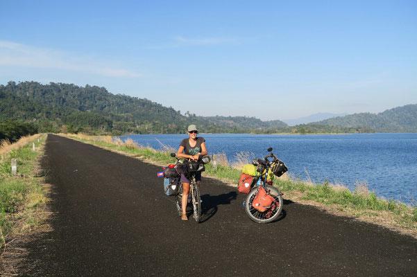 Sur le barrage du lac Khuan Khereethan