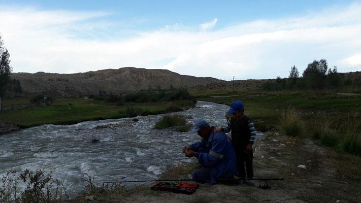 Les rivières Kirghises sont très poissonneuses