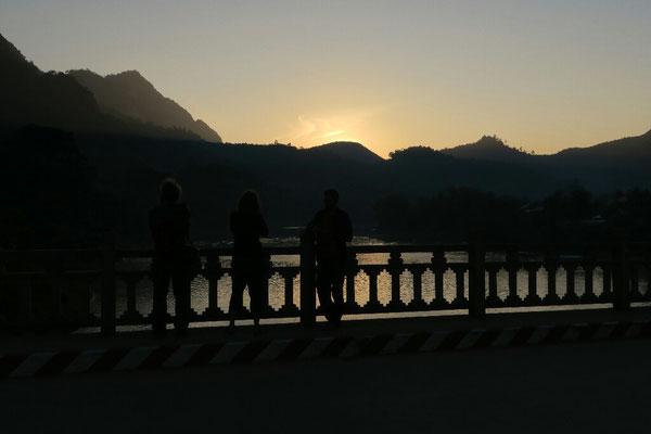 Coucher de soleil sur la riviere Namou