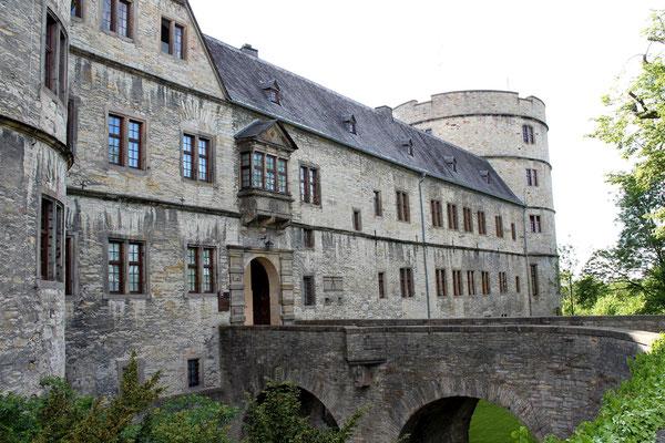 Die Burg von außen.