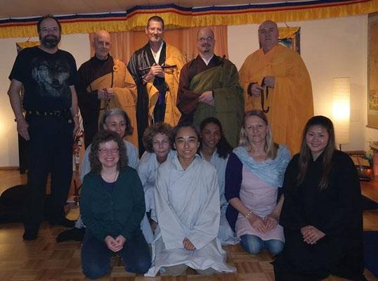Fa Yi Shakya (in grüner Robe) nach erfolgter Ordination.