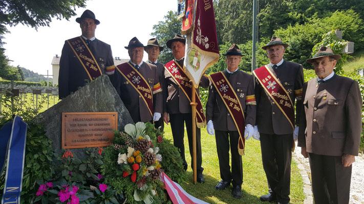 Kranzniederlegung am Soldatenfriedhof in Velden