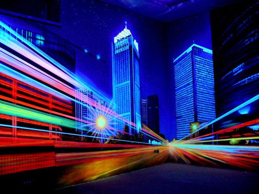 При использовании ультрафиолетовых ламп, роспись стены