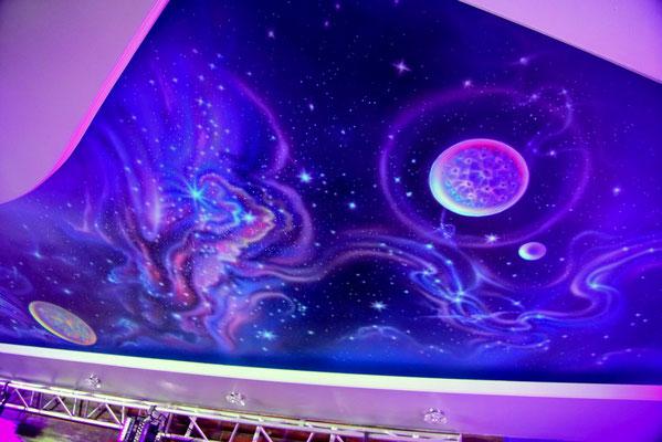 роспись  потолка, обретает 3D  эффект