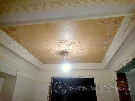 Рельефный орнамент на потолке в частном коттедже в Москве