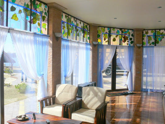 Витраж на окна в бассейне «Виноградная лоза».